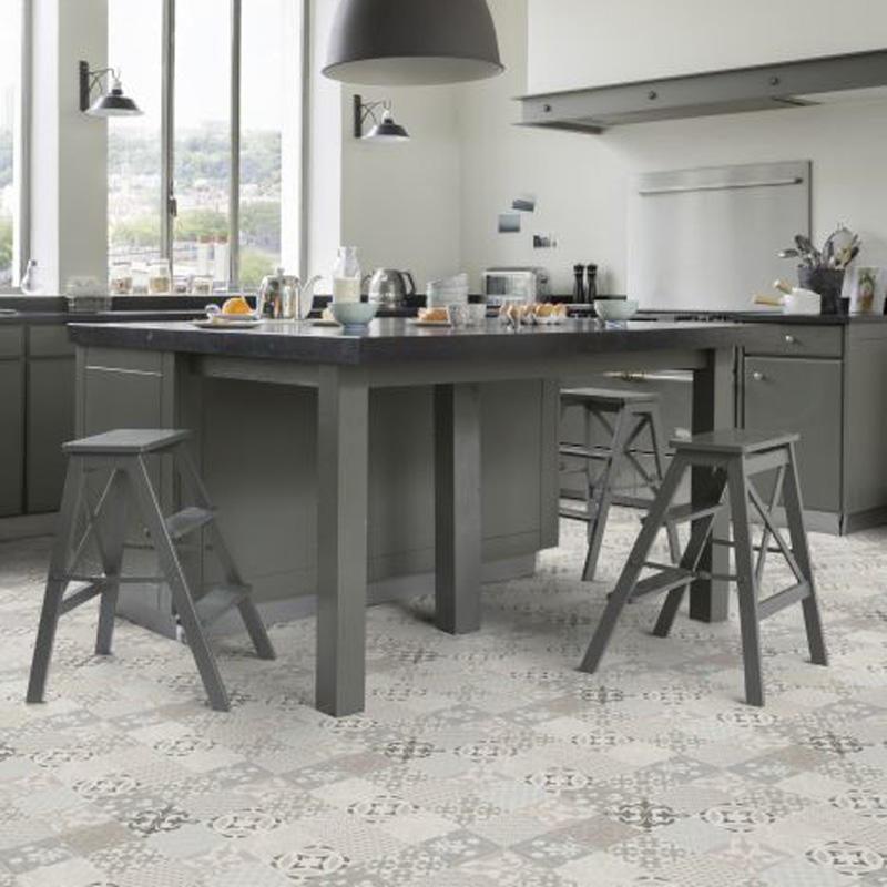 Et grått kjøkken med et flott Texline gulv fra Gerflor