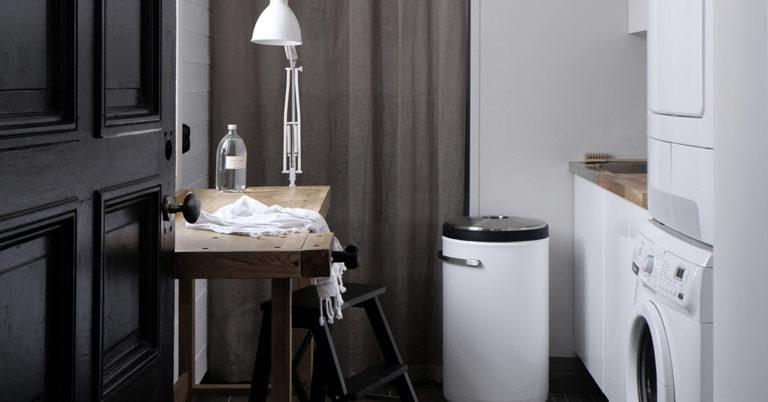 Et vaskerom med døren åpnet